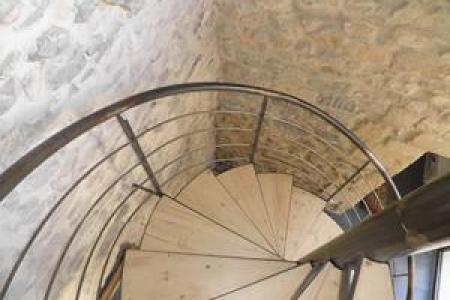 Création d'escalier en métal en colimaçon - Centre-ville de Nîmes (30)