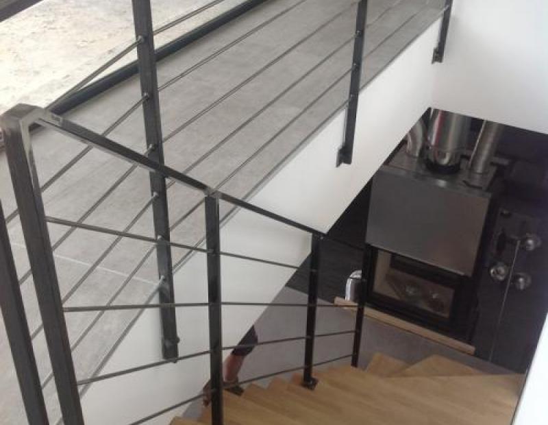 Escalier en fer moderne quart tournant à Vergèze (30)