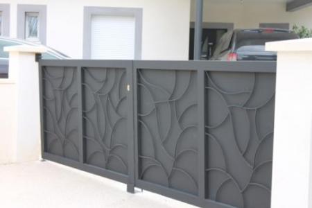 Fabrication de portail en acier plein et ferronnerie sur-mesure à Aubais (30)