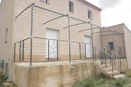 Pergola avec rampe en fer à Vauvert dans le Gard (30)