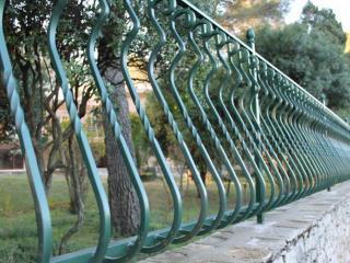 Fabrication de grille de clôture en fer forgé à Nîmes (30)