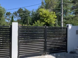 Création d'un portail et portillon en acier moderne à Caissargues - Atelier ferronnier artisan Art monia