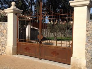 Conception d'un portail en fer forgé à Uzès dans le Gard (30)