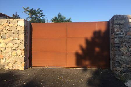 Portail et portillon en fer rouillé réalisé pour une villa à Sète (34)