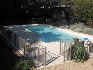 Fabrication d'une rampe de sécurité de piscine en fer avec portillon à Montpellier (34)