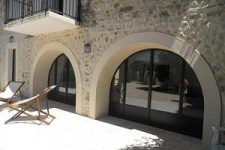 Fabrication de menuiserie cintre total à Gordes dans le Luberon
