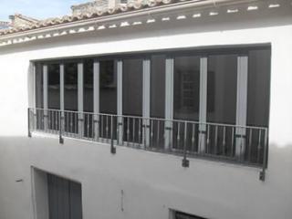 Menuiserie fenêtres double vitrage acier près d'Avignon à Saint Laurent des Arbres (84)