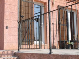 Fabrication d'une pergola en acier finition brut vernis à Beaucaire (30)