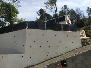 Une rampe de sécurité et brise vue pour une maison moderne de Montpellier (34000)