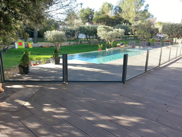 Barri re de s curit piscine gard for Barriere de piscine