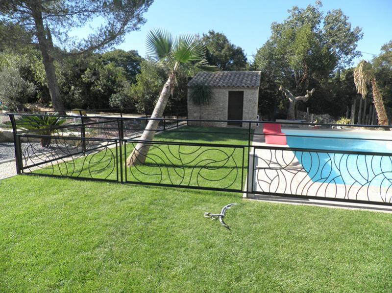 Cr ation de rampe en forme autour d 39 une piscine n mes for Piscine nimes