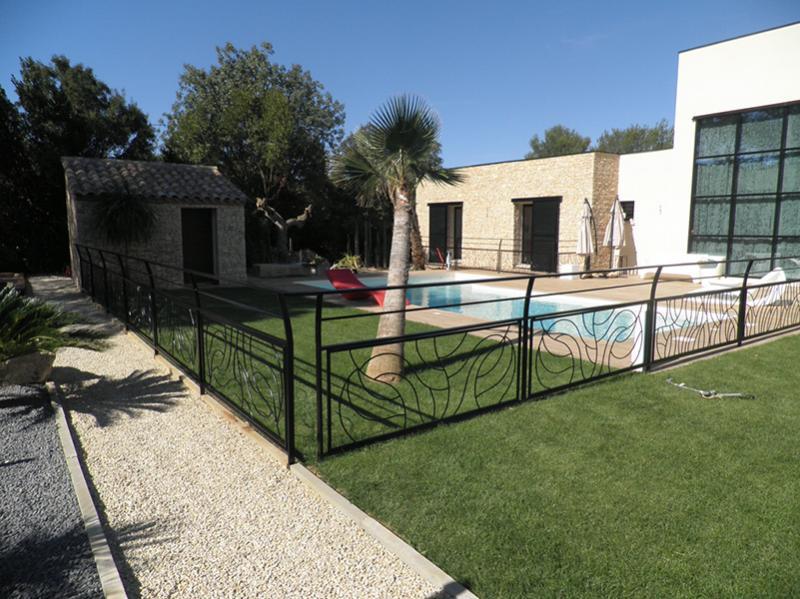cr ation de rampe en forme autour d 39 une piscine n mes. Black Bedroom Furniture Sets. Home Design Ideas