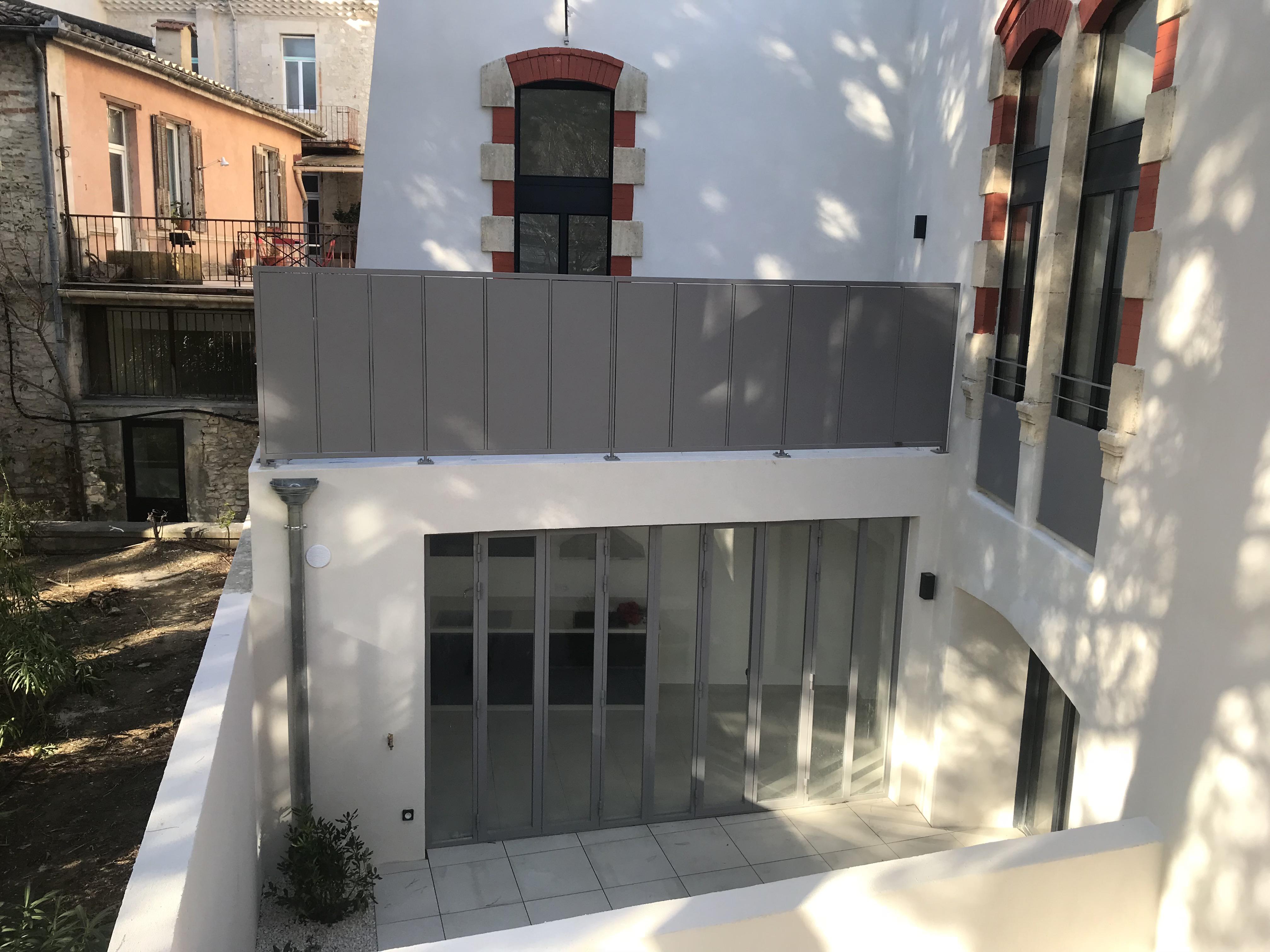 cr ation de rampe en fer t l pour une terrasse d 39 appartement n mes 30. Black Bedroom Furniture Sets. Home Design Ideas