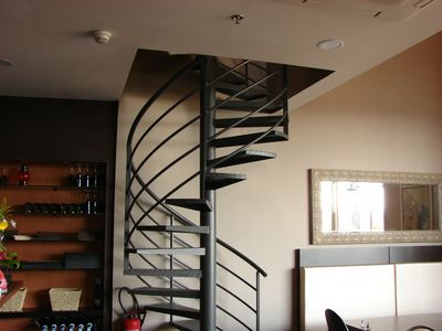 Escalier en fer colima on marche metallique fabrication - Escalier en colimacon metallique ...