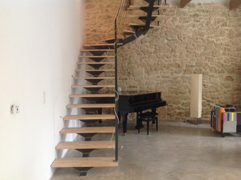 escalier m tal bois limon central dans l 39 h rault vente escaliers fer forg. Black Bedroom Furniture Sets. Home Design Ideas