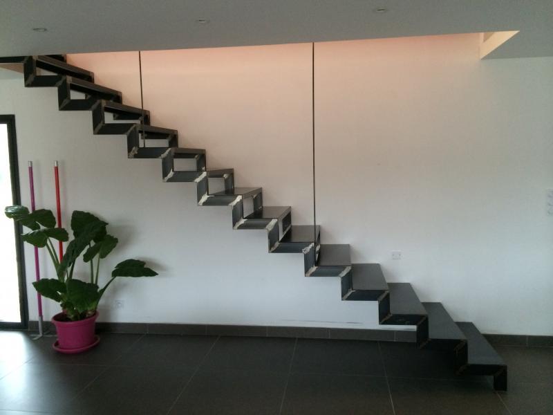escalier m tallique droit orange. Black Bedroom Furniture Sets. Home Design Ideas