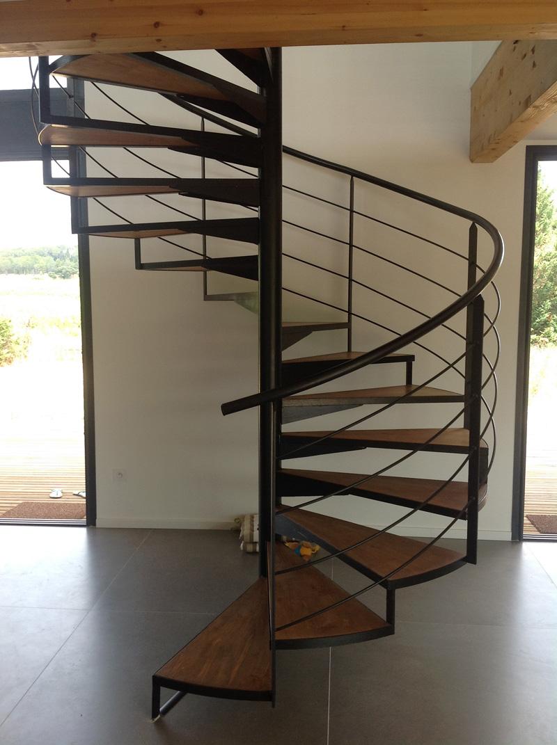 escalier m tallique en colima on dans l 39 h rault vente escaliers fer forg. Black Bedroom Furniture Sets. Home Design Ideas