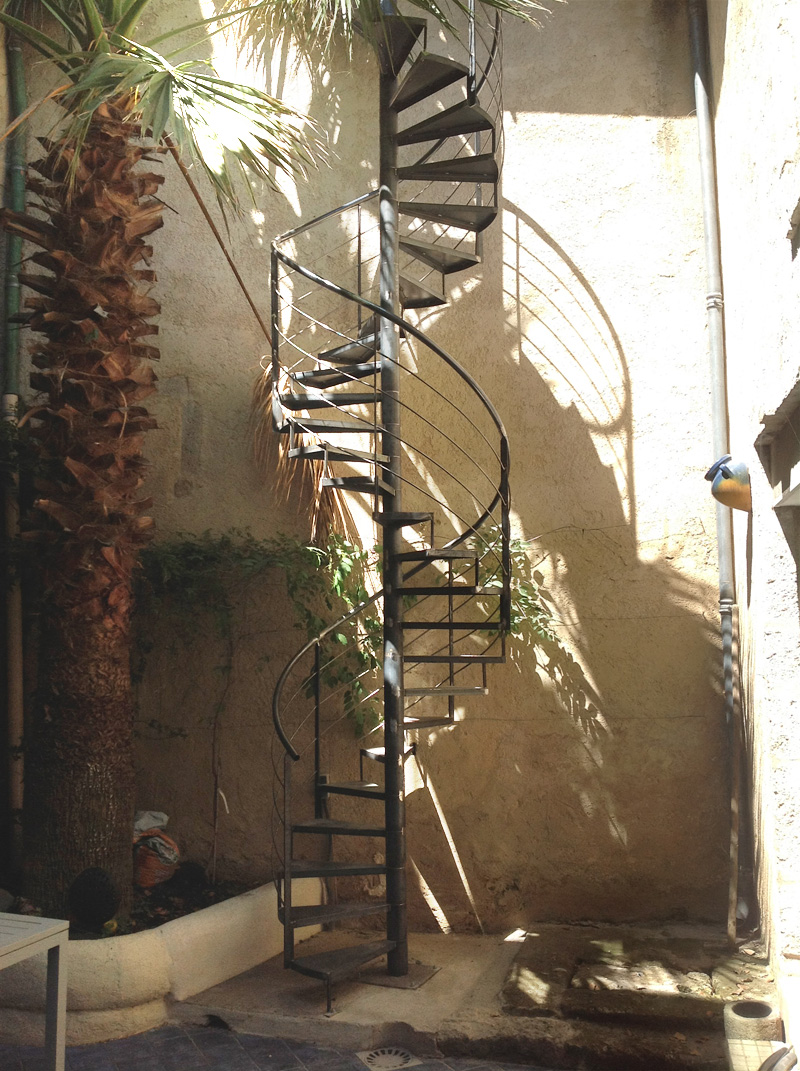 Escalier m tallique en colima on pezenas fabrication - Escalier en colimacon metallique ...