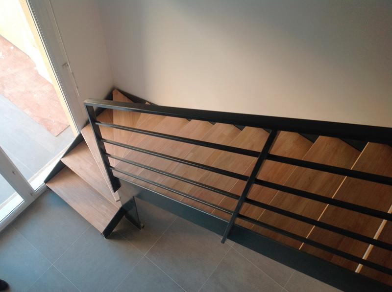 escalier m tallique quart tournant bas avec palier fabrication installation escalier. Black Bedroom Furniture Sets. Home Design Ideas