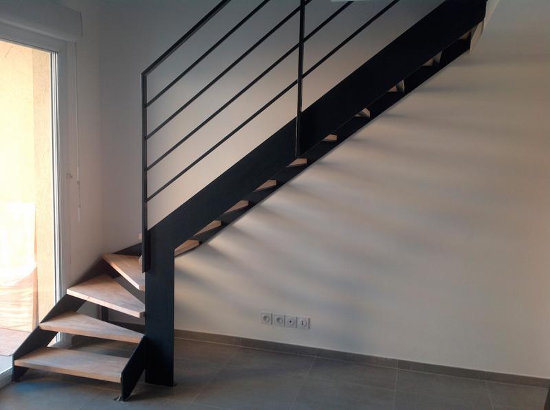 escalier m tallique quart tournant bas avec palier vente escaliers sur mesure. Black Bedroom Furniture Sets. Home Design Ideas