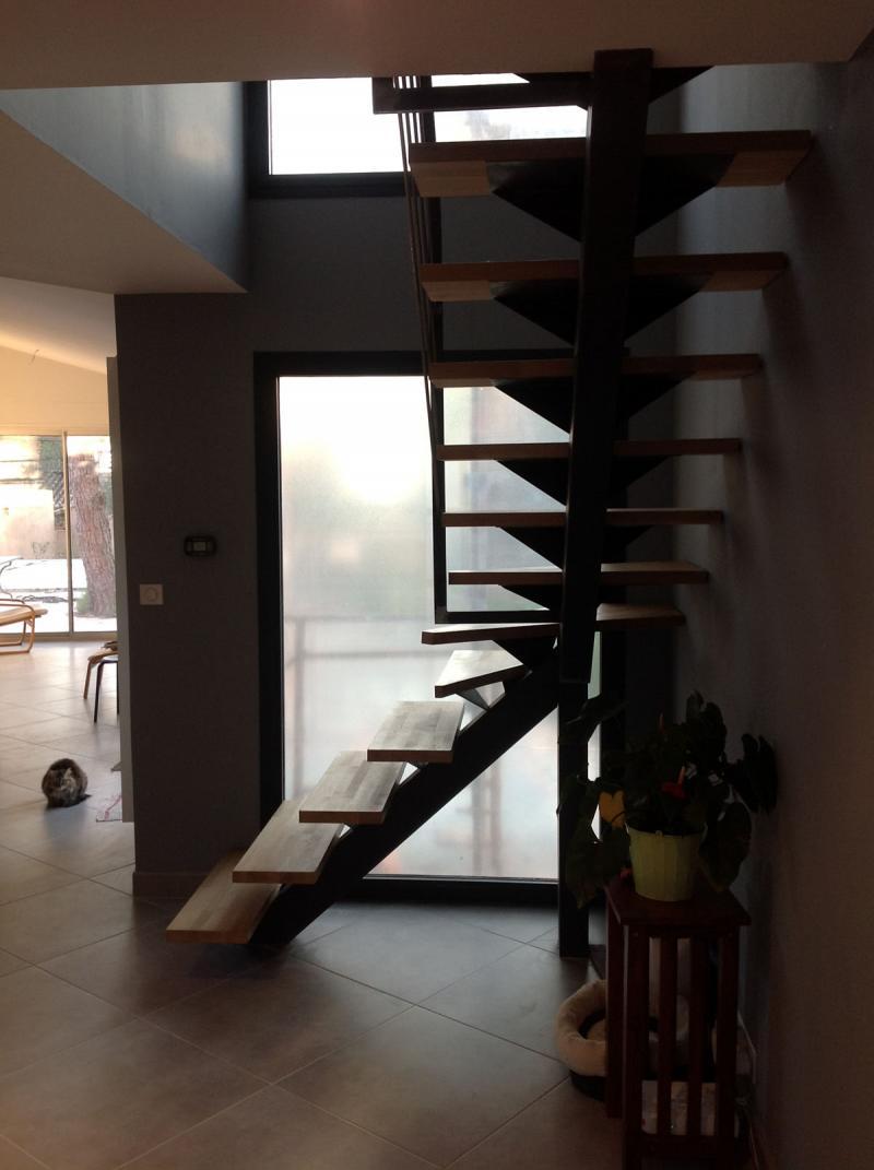 escalier quart tournant milieu dans le gard vente escaliers sur mesure. Black Bedroom Furniture Sets. Home Design Ideas