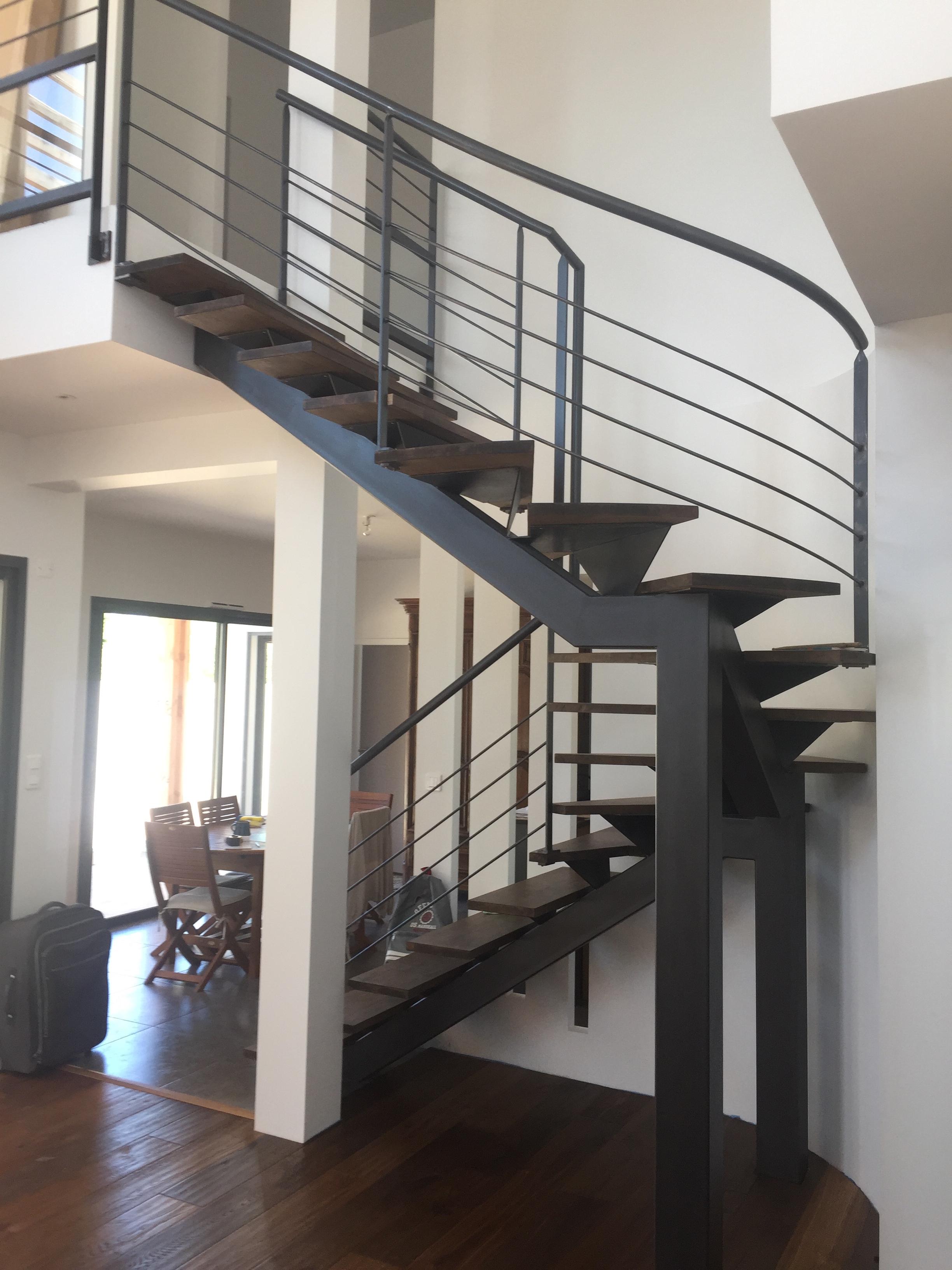 Fabrication dun escalier métallique et bois dans le Gard à Uzès