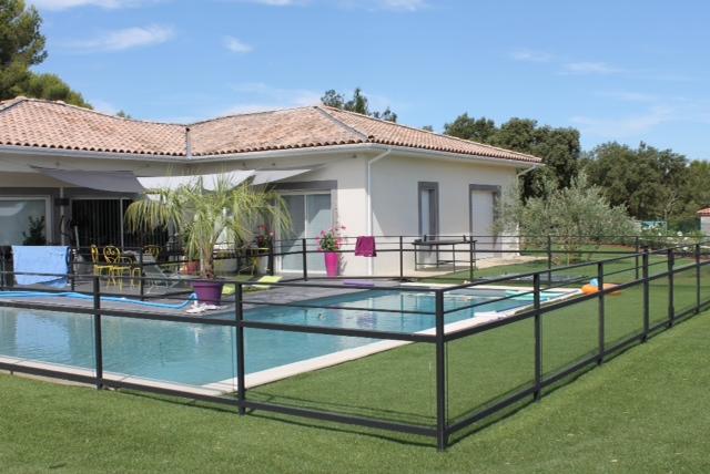 fabrication de barri re de piscine dans le gard vente. Black Bedroom Furniture Sets. Home Design Ideas