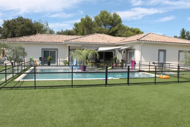 fabrication de barri re de piscine dans le gard. Black Bedroom Furniture Sets. Home Design Ideas