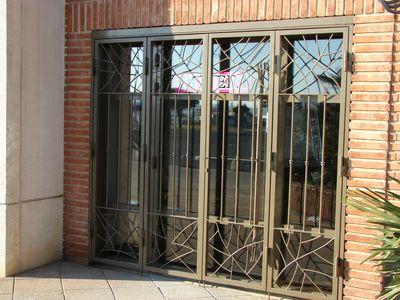 Fabrication de porte en fer forg 30 vente menuiserie - Grille fenetre amovible ...