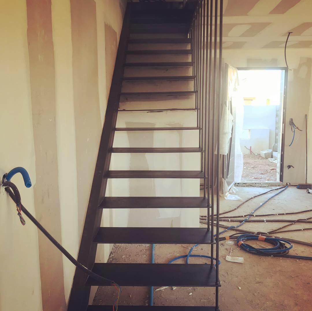 Fabrication escalier suspendu en métal à Pérols - Hérault (34)