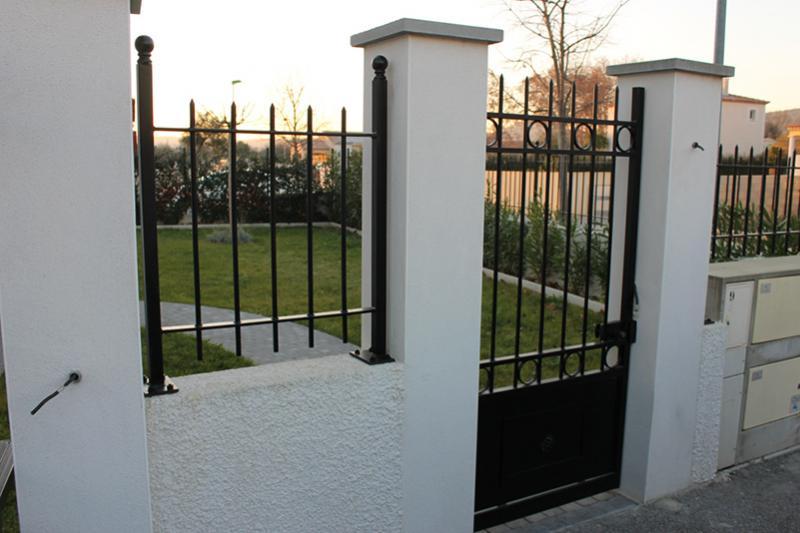 grille de cl ture caveirac vente rampe garde corps. Black Bedroom Furniture Sets. Home Design Ideas