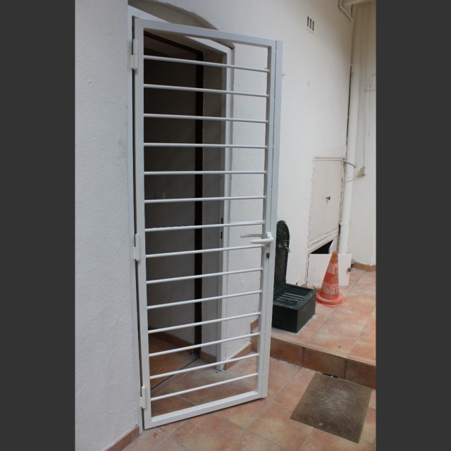 grille de d fense en fer vente grille sur mesure montpellier 34. Black Bedroom Furniture Sets. Home Design Ideas