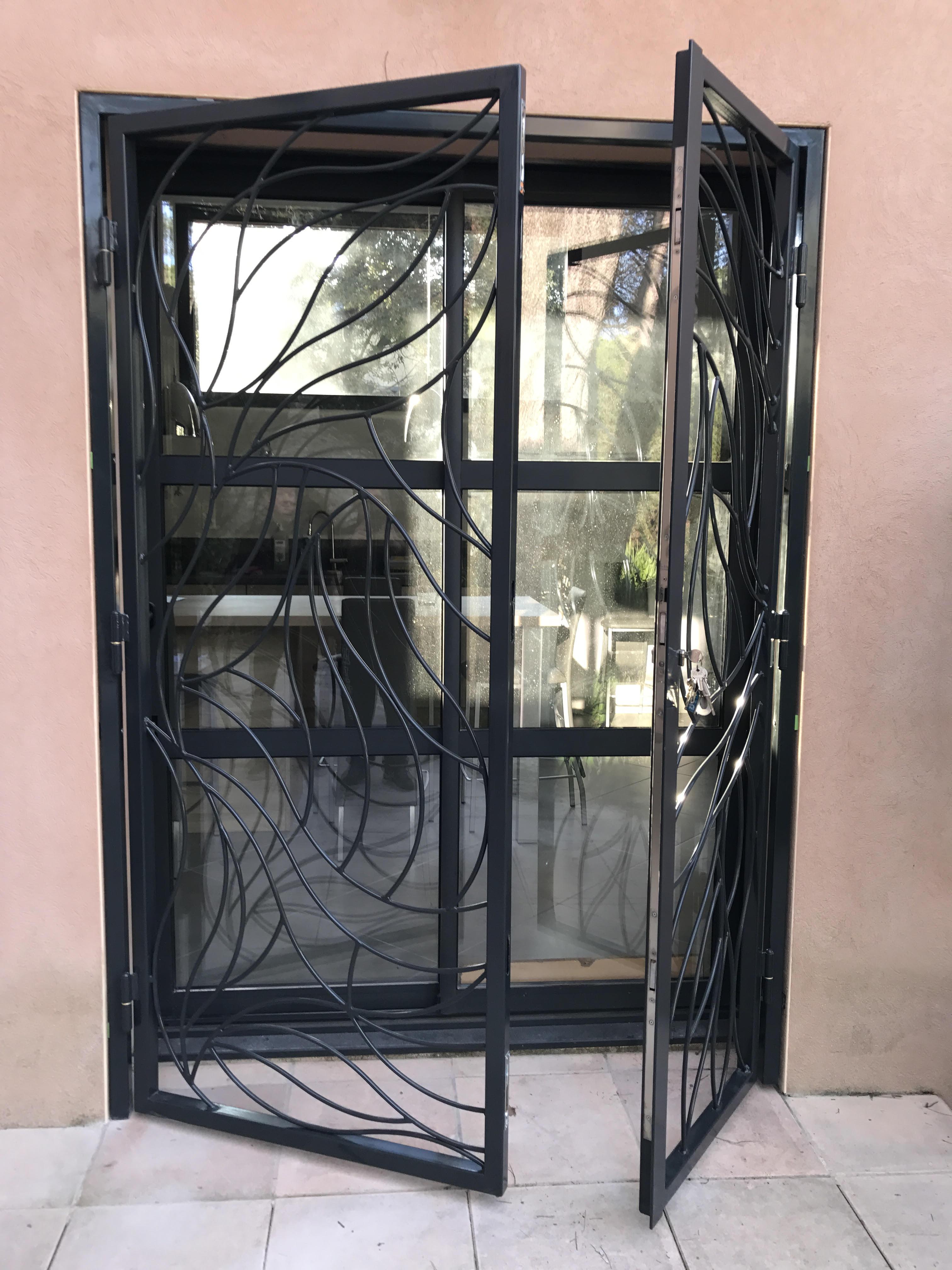 grille de d fense sur mesure en fer langlade dans le. Black Bedroom Furniture Sets. Home Design Ideas