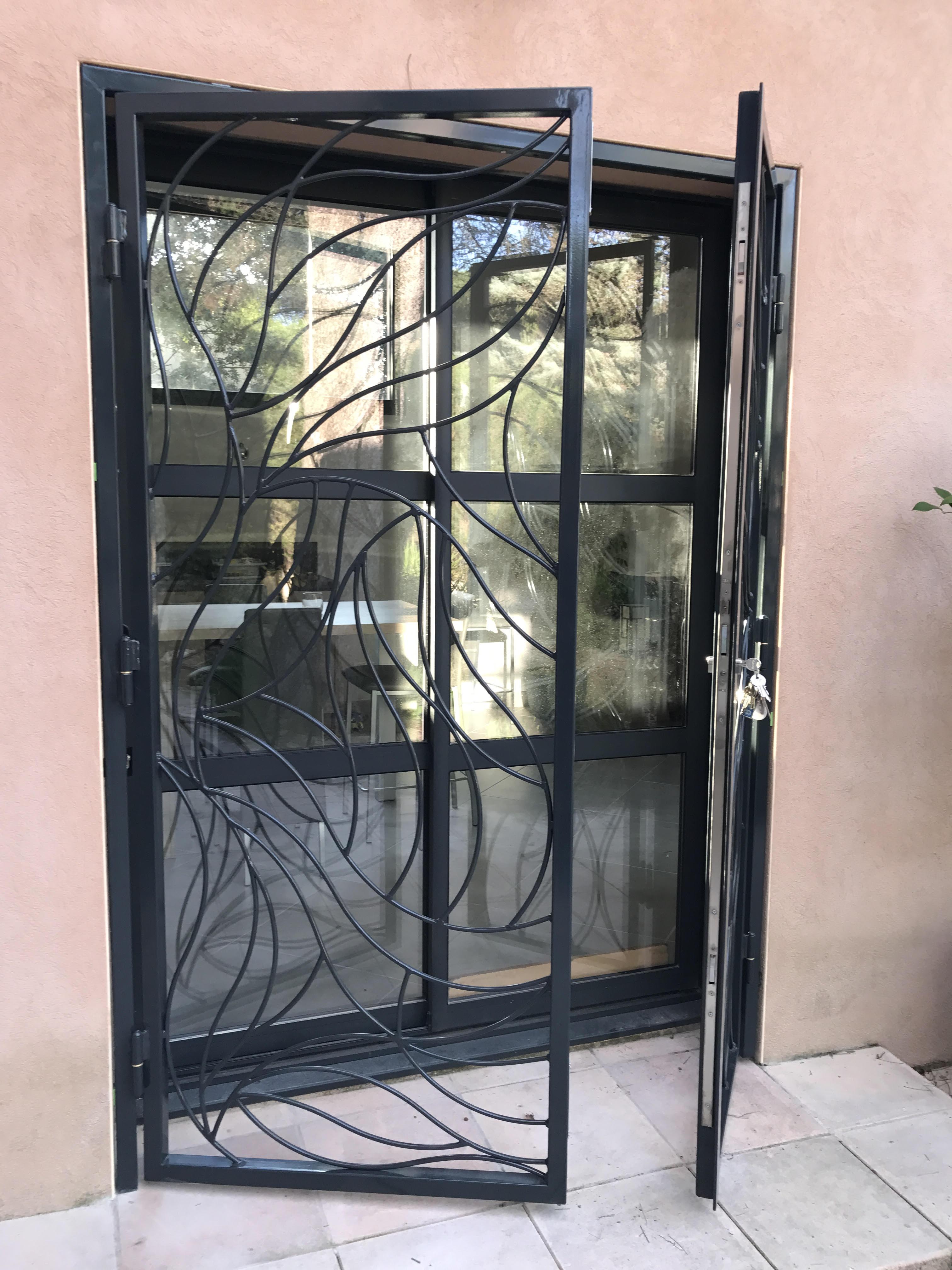 grille de d fense sur mesure en fer langlade dans le gard. Black Bedroom Furniture Sets. Home Design Ideas