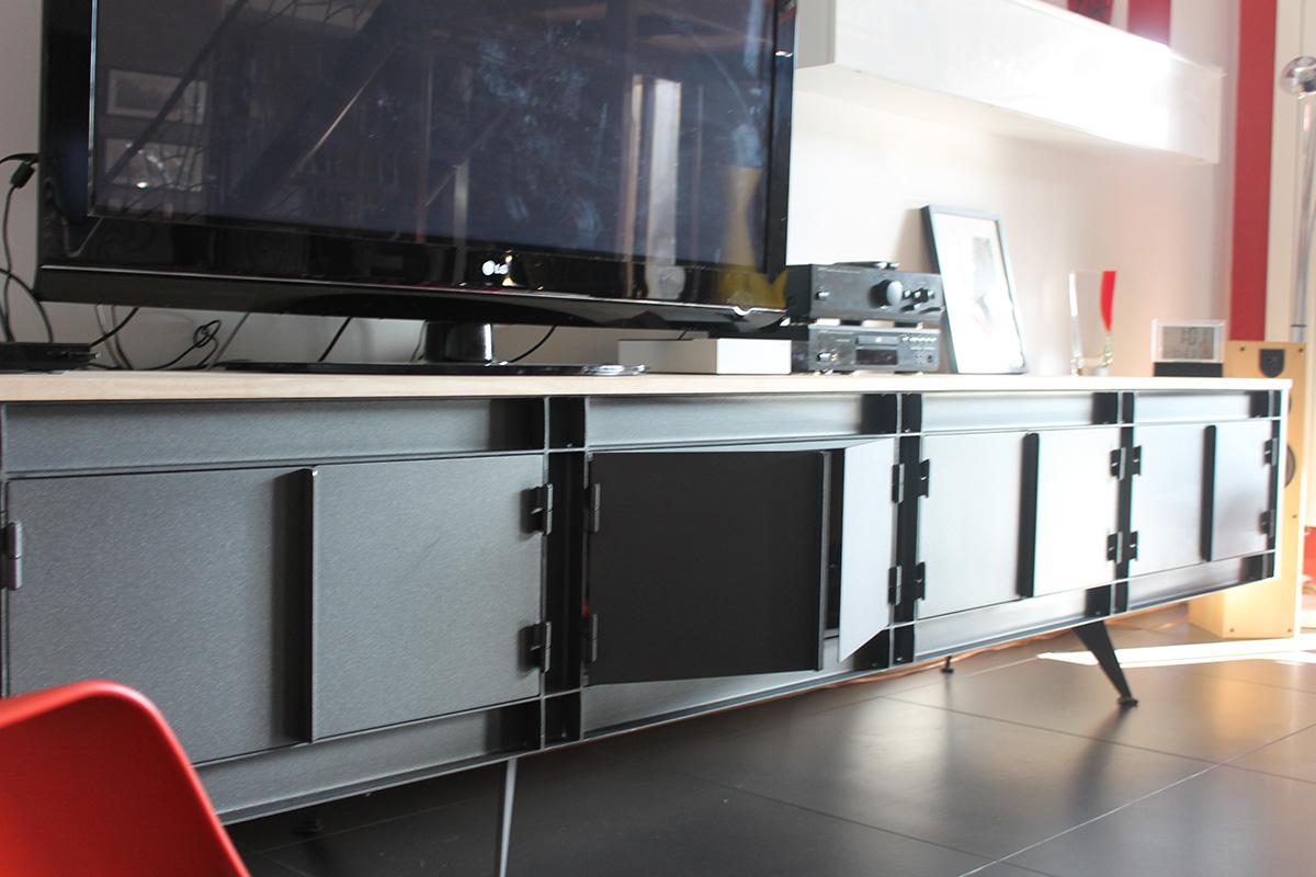 meuble en m tal dans le gard. Black Bedroom Furniture Sets. Home Design Ideas