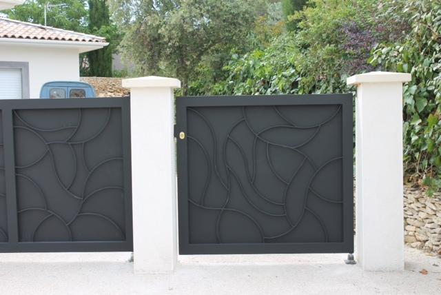 portail d 39 aubais fabrication pose portail d 39 aubais n mes 30. Black Bedroom Furniture Sets. Home Design Ideas