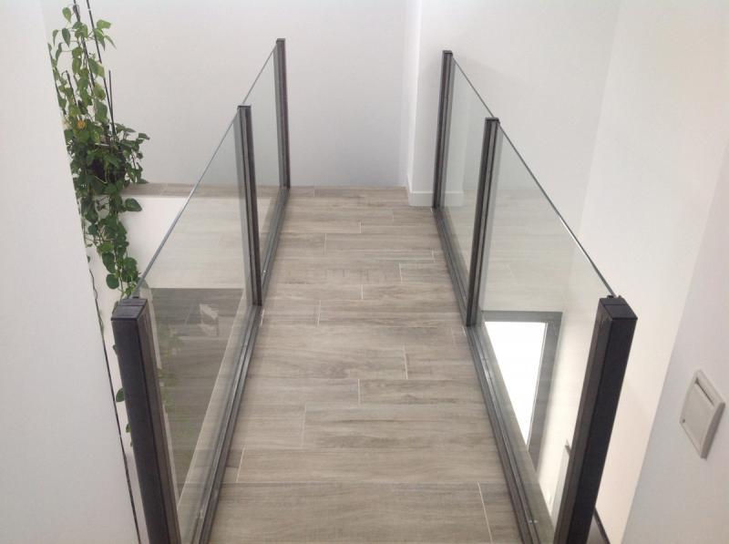 rampe m tallique en verre dans le gard. Black Bedroom Furniture Sets. Home Design Ideas
